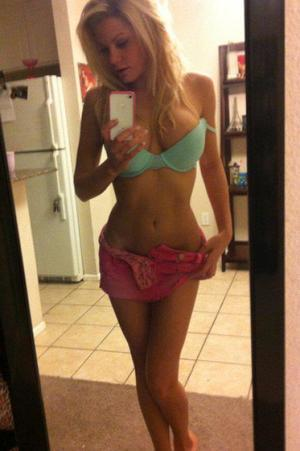 Mahalia from Honolulu, Hawaii is looking for adult webcam chat
