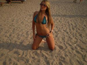 Kacie from Albertville, Alabama is looking for adult webcam chat
