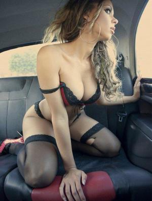 Aura from Pittsville, Virginia is looking for adult webcam chat