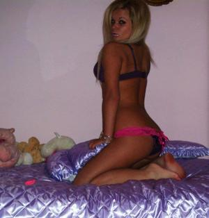 Corrine is looking for adult webcam chat